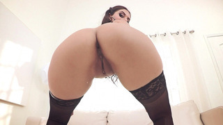 Jynx Maze worshiped her sexy curves from every angle