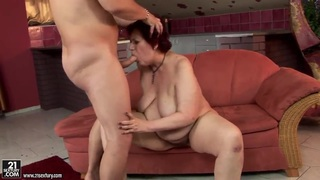 Mature lady Hetty enjoys hardcore pussy bashing
